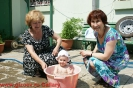 Сестры Таня и Зина со своей внучатой племянницей